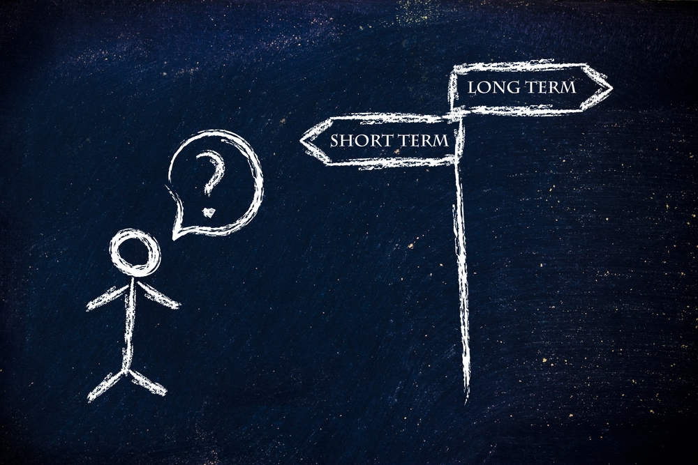 Should I choose a short- or long-term property investment plan?